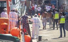 La Policía Nacional deja en libertad a una treintena de inmigrantes llegados en patera