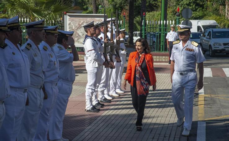 La ministra de Defensa pide en Los Alcázares que no se utilice el temporal «en clave electoralista»