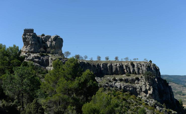 Subida al castillo de Benizar