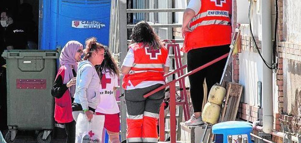 Otra oleada de pateras obliga a repartir a 81 inmigrantes por la Región de Murcia