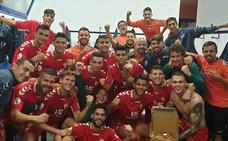 El Real Murcia mantiene vivo el objetivo de llegar a la Copa tras ganar al Vélez CF