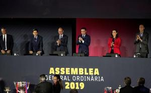Los socios del Barça aprueban retirar medallas a Franco y no apoyan el voto electrónico