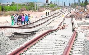 Adif instalará diez drenajes para evitar que se inunden las vías en Alquerías
