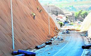 El mallado de taludes en la carretera a Blanca acabará antes de fin de año