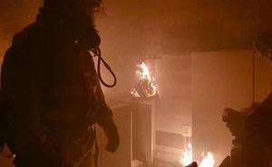 Extinguen un aparatoso incendio producido en una vivienda de Molina de Segura