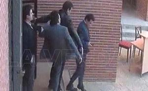 José López irá a juicio por la patada que le lanzó a un alto cargo regional