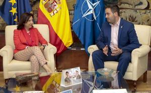 Defensa y Los Alcázares firman un convenio para abrir la Academia General del Aire a la ciudadanía