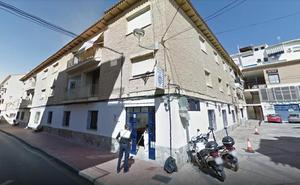 Encuentra una cartera con 770 euros en Murcia y la entrega en la comisaría de Mula, de donde era su propietario