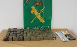 La Guardia Civil intercepta un vehículo con 34 kilos de hachís en Lorca