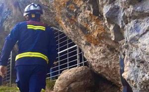 Localizan en buen estado a los dos jóvenes desaparecidos en una cueva de Álava