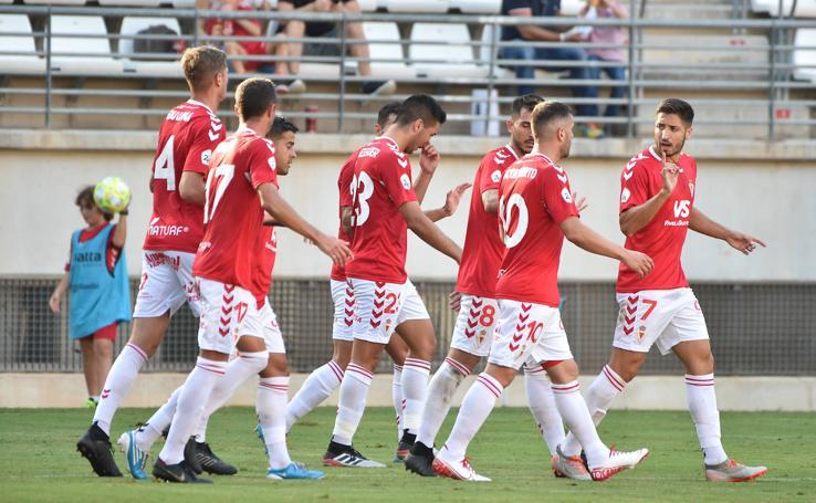 El Murcia mantiene el cerrojo en la portería y prolonga su dinámica positiva