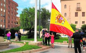 Homenaje a la bandera en el Día de la Hispanidad
