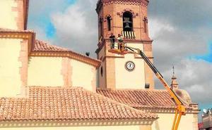 Las palomas toman los tejados del santuario de la Virgen de las Huertas