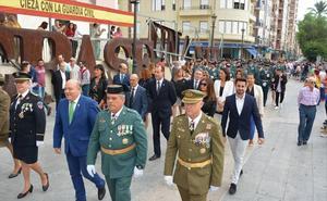 Los vecinos homenajean a la Guardia Civil en Cieza