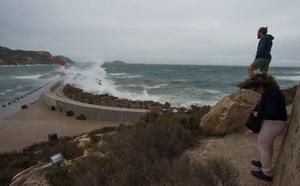 Aviso amarillo mañana por olas de hasta 3 metros y fuertes vientos en el litoral de la Región