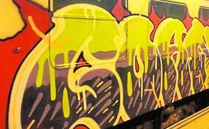 Identifican a cuatro jóvenes por pintar vagones de tren