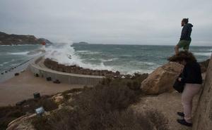 Meteorología alerta de olas de hasta 3 metros en la costa