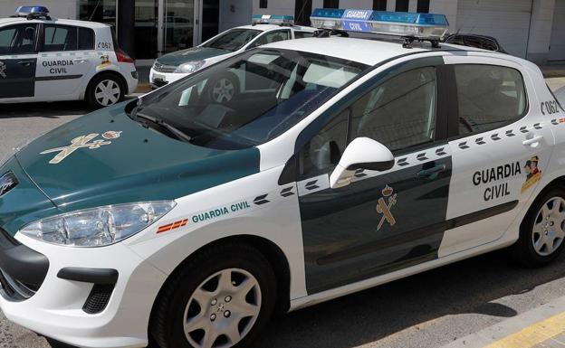 Un vehículo de la Guardia Civil, en una foto de archivo./EFE