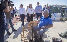 La ministra comprueba el deterioro del Mar Menor sin anunciar medidas concretas