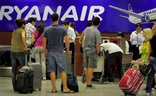 Condenan a Ryanair por cobrar a una pasajera por su equipaje de mano