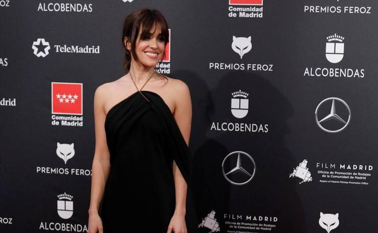El negro inunda la alfombra de los Premios Feroz