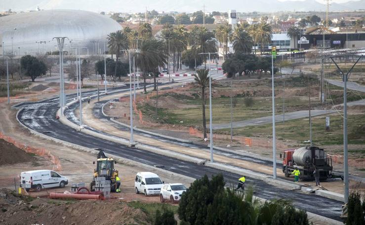 Empiezan a asfaltar el nuevo vial del Plan Rambla de Cartagena