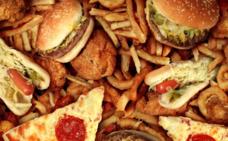 Las pizzas, hamburguesas y patatas fritas vuelven a los colegios por orden de Trump