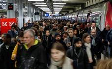 El sindicato mayoritario desconvoca la huelga indefinida en el servicio de cercanías de París
