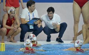 España despierta tarde y será segunda de grupo