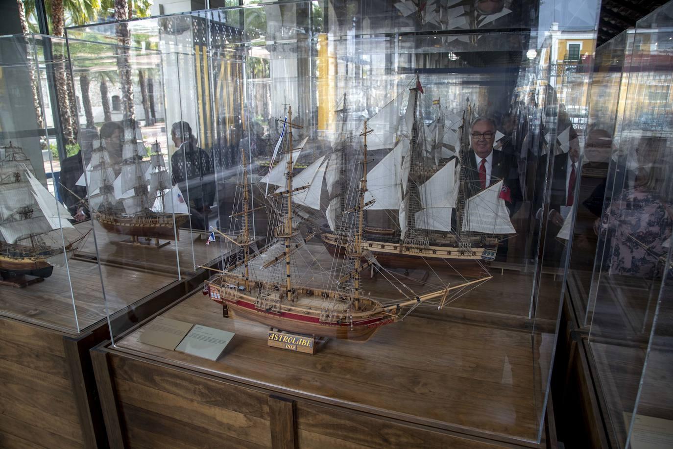 Una flota naval en miniatura atraca en Cartagena