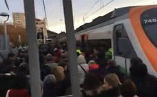 Un maquinista hace bajar a todos los viajeros de tren tras cumplir su jornada