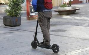 Denunciado tras una persecución en Vigo con un patinete eléctrico preparado para correr a 99 km/h