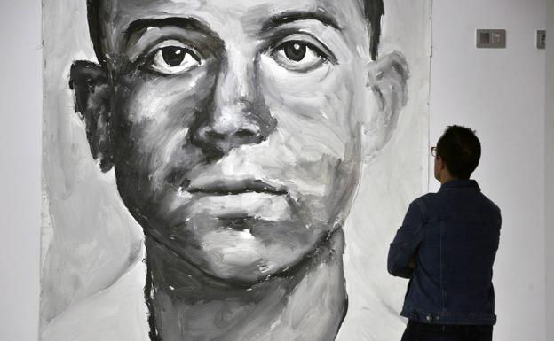 Presentación de la exposición 'Curiosidades de Miguel Hernández', durante la mañana de este jueves./Vicente Vicéns / AGM