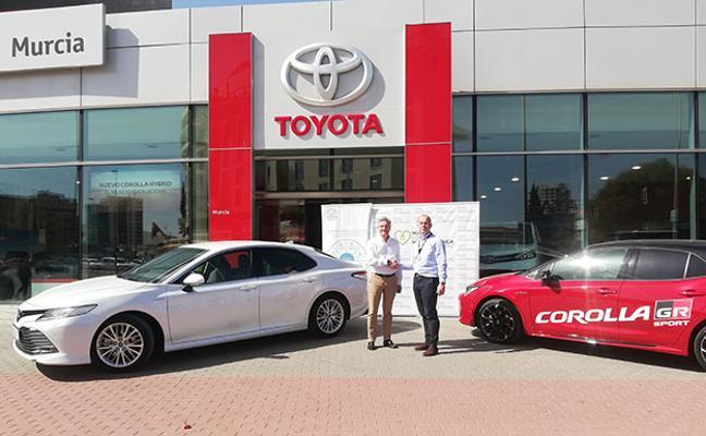 Toyota Murcia hace entrega del Camry Hybrid a Nueva Cocina Mediterránea