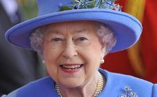 La reina Isabel II regresa al castillo de Windsor