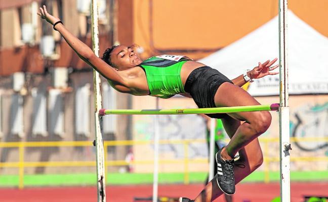 Vuelta escalonada a los pabellones y normalidad en las pistas de atletismo
