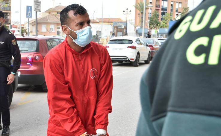 El presunto patrón de la patera naufragada en Mazarrón llega al juzgado de Totana