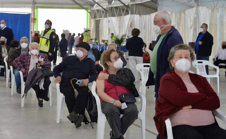 Jornada de vacunación en el recinto ferial de San Javier a la población de entre 75 y 79 años