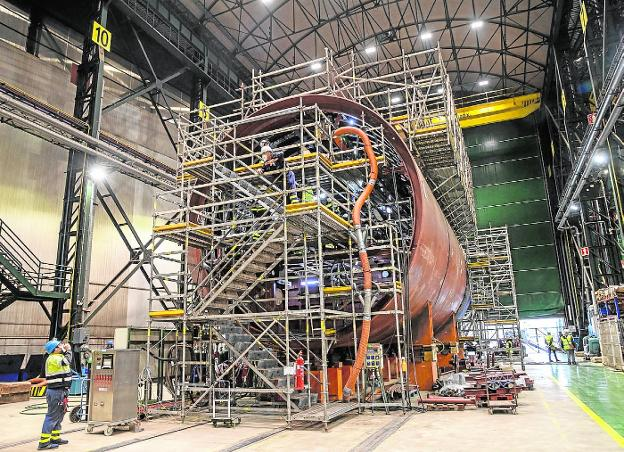 Subcontractor employees work on the S-82 section at the Cartagena shipyard.