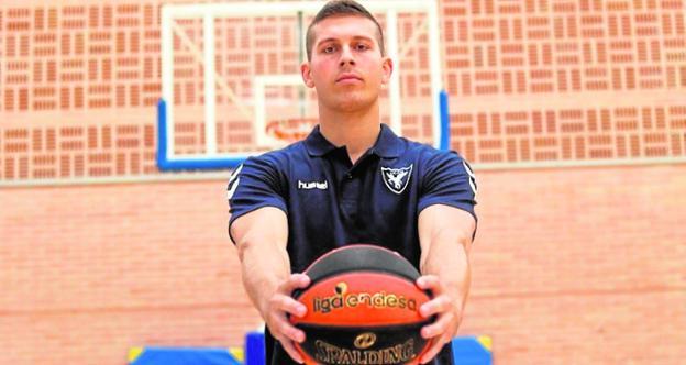 Czerapowicz, tras ser presentado como jugador del UCAM, ayer.
