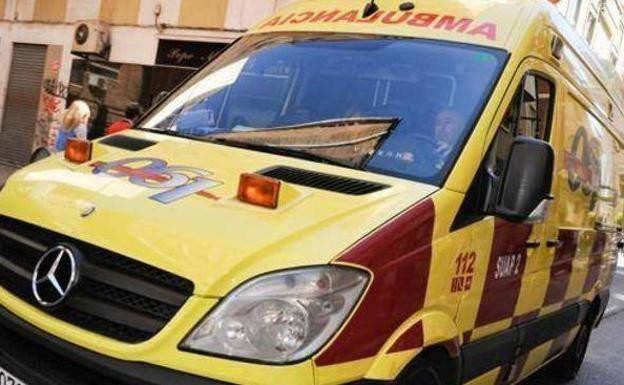 Ambulancia del 061, en una imagen de archivo. /JAVIER CARRIÓN / AGM
