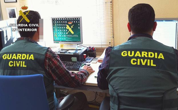 Agentes de la Guardia Civil, en una imagen de archivo. /G. C.