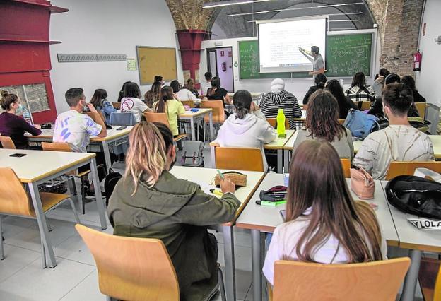 Alumnos de Telecomunicación, ayer durante una clase.