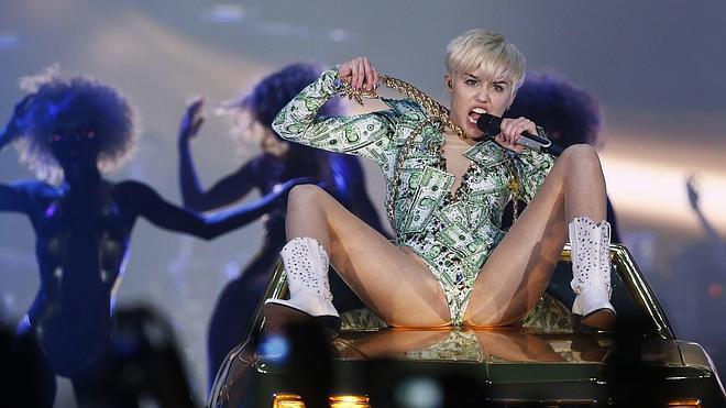 Miley Cyrus regresa provocativa, obscena y divertida