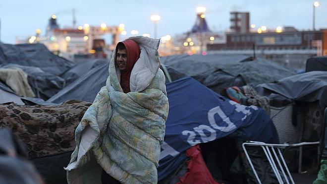 Desalojados tres campamentos de inmigrantes en el norte de Francia