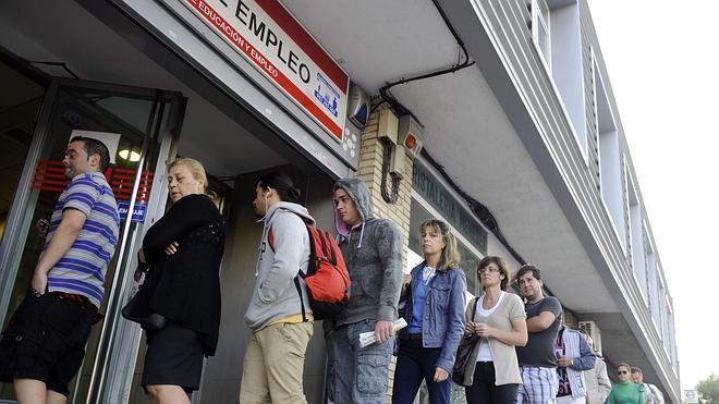 El paro baja en 111.916 personas, la mayor caída en un mes de mayo