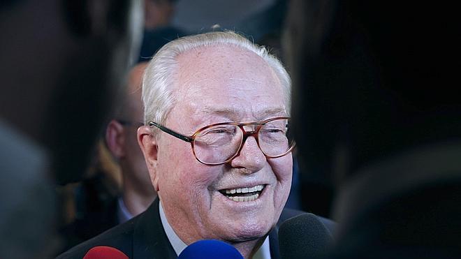 El Frente Nacional, obligado a desmarcarse de una salida antisemita de Le Pen