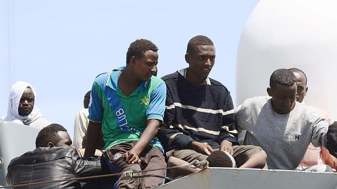 Tres inmigrantes muertos en una gran operación de rescate en el Meditárraneo