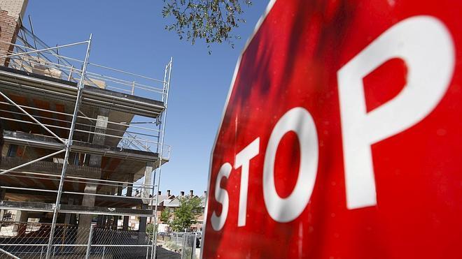 El precio de la vivienda modera su caída al 1,6% en el primer trimestre