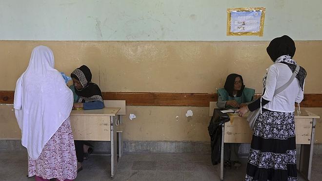 Afganistán elige hoy a su nuevo presidente bajo la amenaza talibán